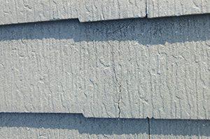 屋根上で塗装の作業をする事でカラーベストを破損させてしまう場合がある