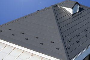 セメント瓦のリフォームは金属屋根への葺き替えがおすすめ